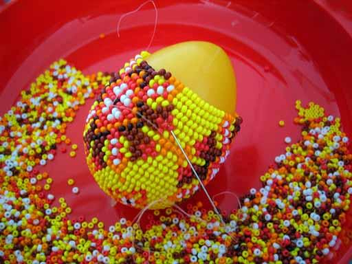 Теперь хочу научить других.  Пасхальные яйца и рождественские игрушки из бисера.